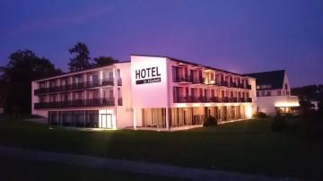 Die neue Hotelansicht bei Nacht
