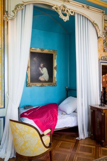 Hortenses Sterbebett mit Infos auf der Bettdecke