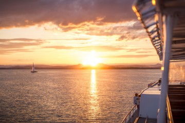 Eine klangvolle Sonnenuntergangsfahrt über den See