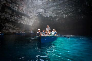 Per Runderboot in die Melissani-Höhle